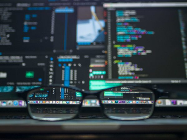 Glasses bring screens with lots of data into focus